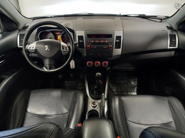 Peugeot 4007 8