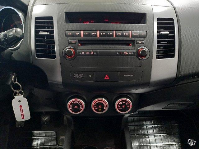 Peugeot 4007 9
