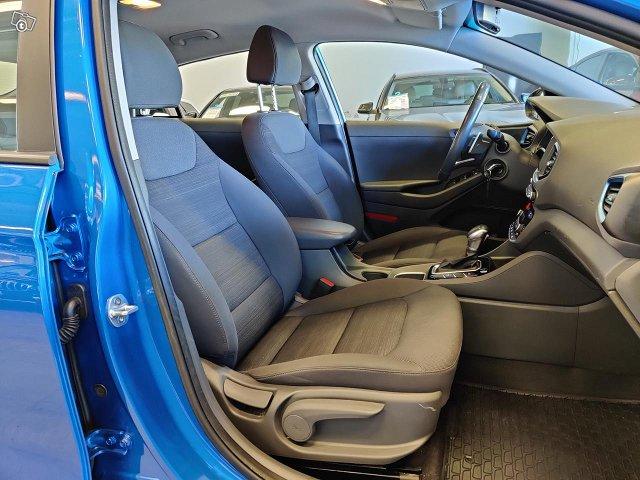 Hyundai IONIQ Hybrid 7