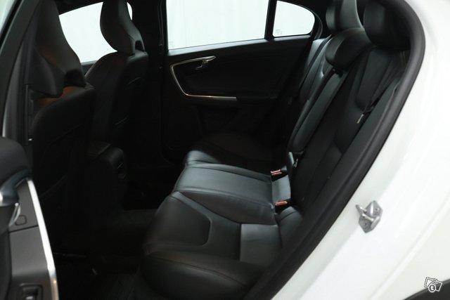 Volvo S60 Cross Country 13