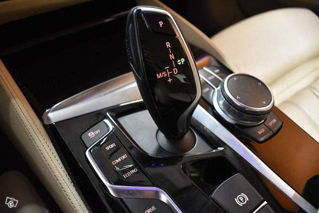 BMW 530 25