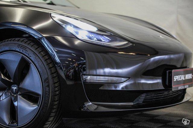 Tesla Model 3 14
