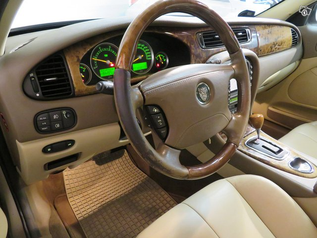 Jaguar S-TYPE 10