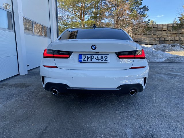 BMW 330i 8