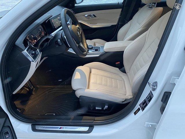 BMW 330i 9