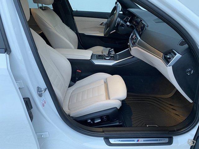 BMW 330i 11