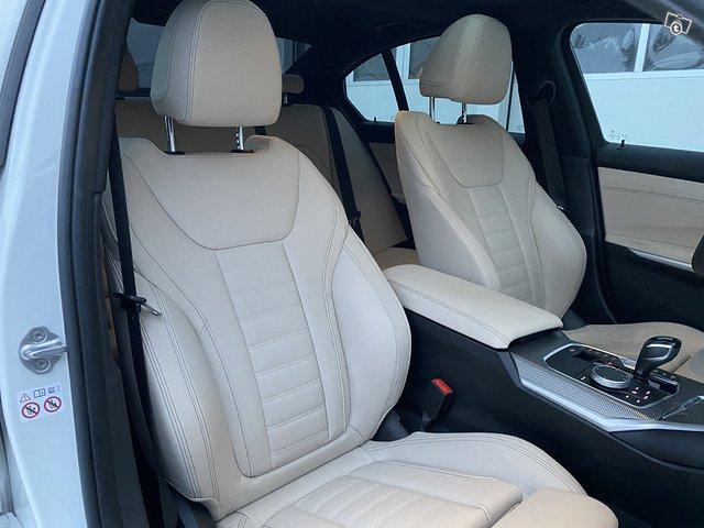 BMW 330i 12