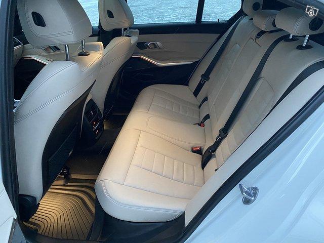 BMW 330i 13