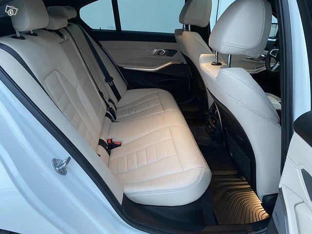 BMW 330i 14