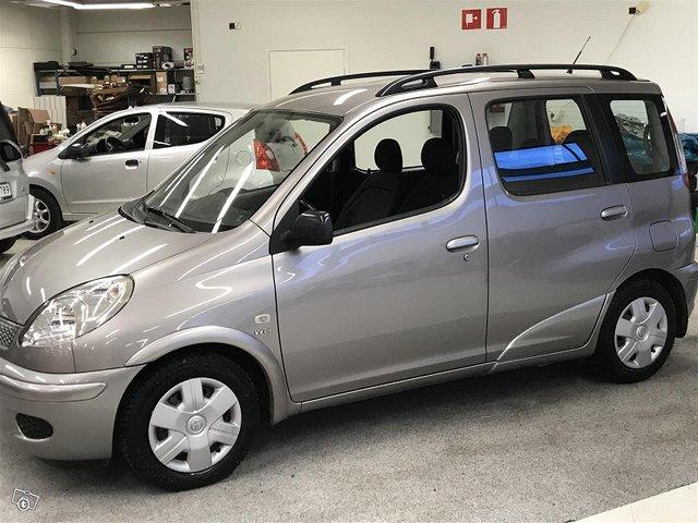 Toyota Yaris Verso 13