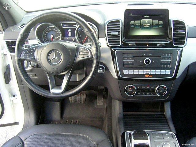 Mercedes-Benz GLS 9