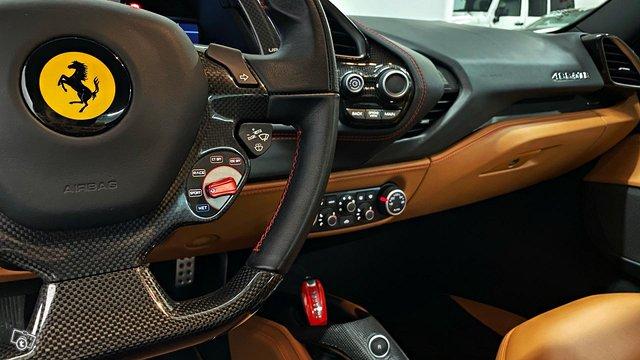Ferrari 488 9