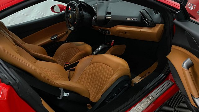 Ferrari 488 14