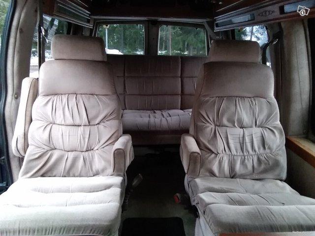 Chevrolet Express 1500 11