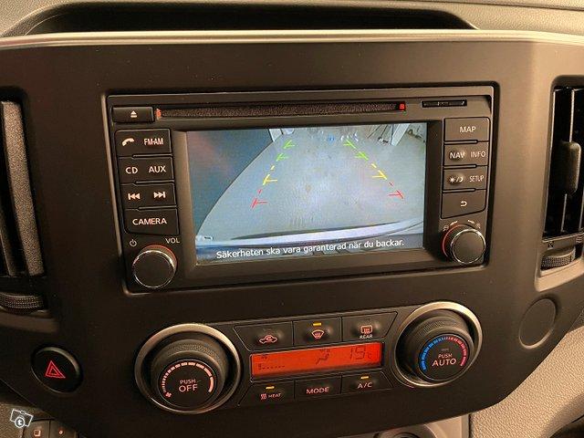 Nissan E-NV200 8