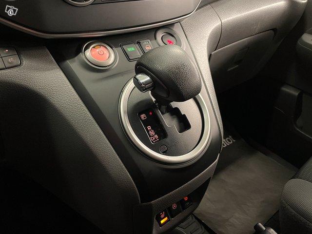 Nissan E-NV200 13
