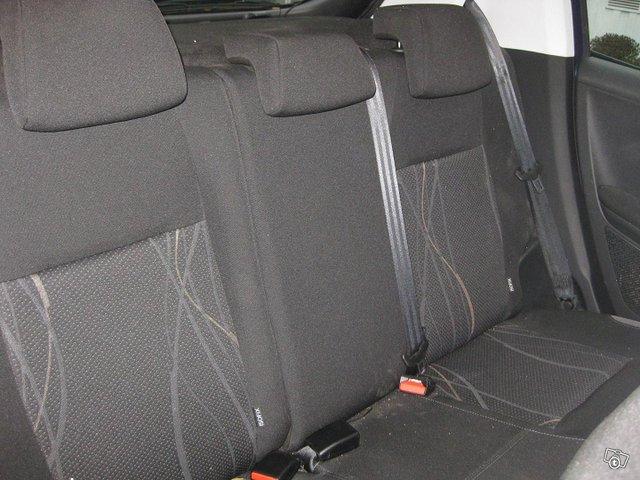 Peugeot 208 10