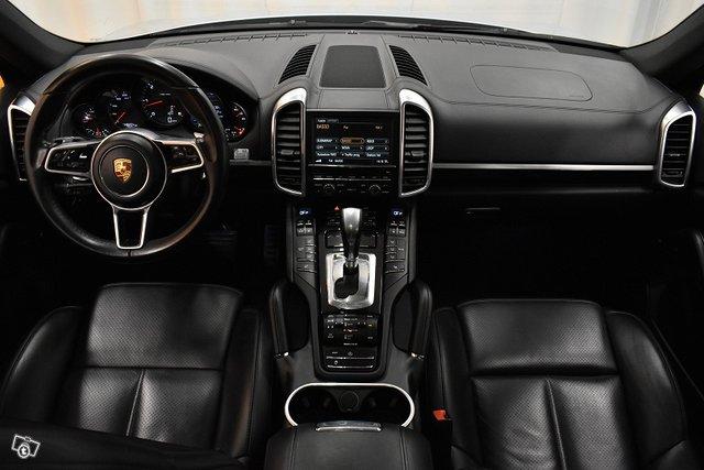 Porsche Cayenne 13