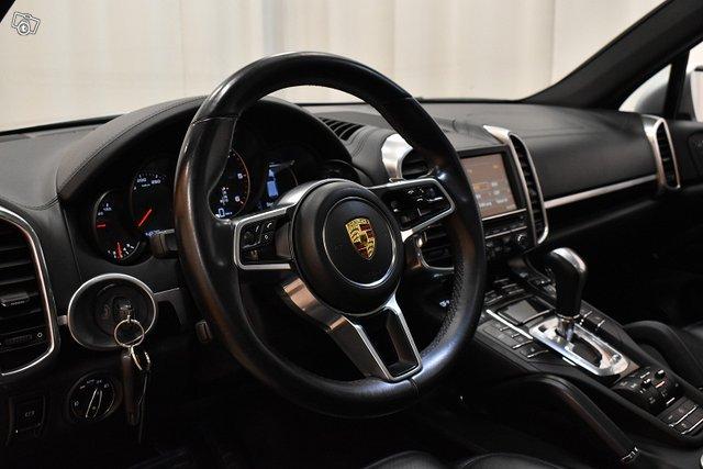 Porsche Cayenne 16