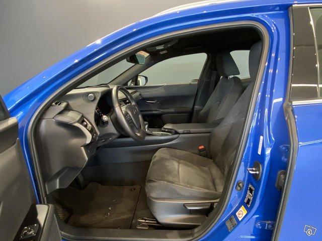 Lexus UX 6