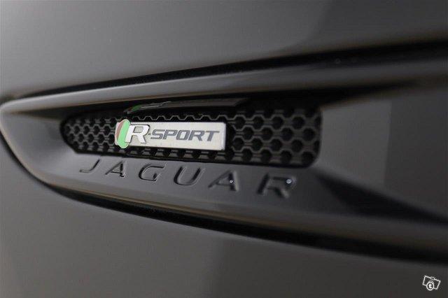 Jaguar XF 22