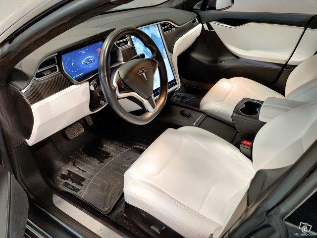 Tesla Model S 8
