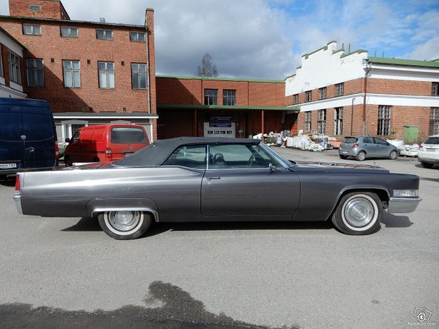 Cadillac De Ville 4
