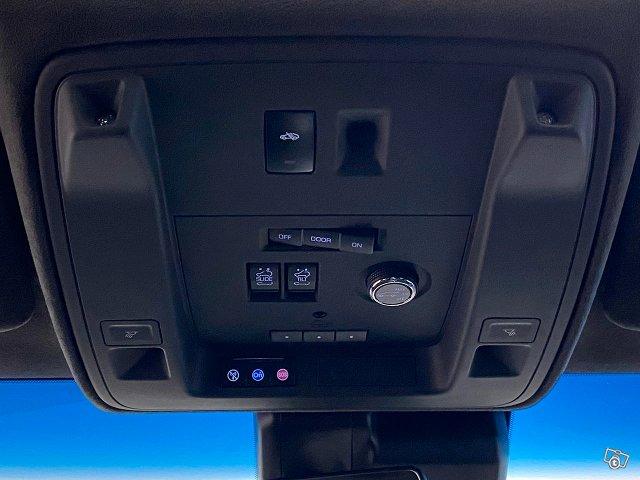 Cadillac Escalade 21