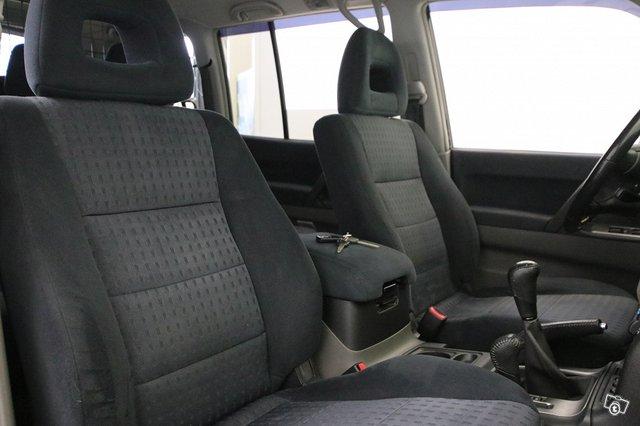 Mitsubishi Pajero 9