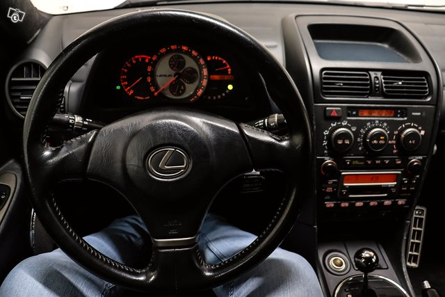 Lexus IS 14