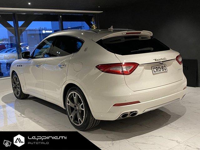 Maserati Levante 8