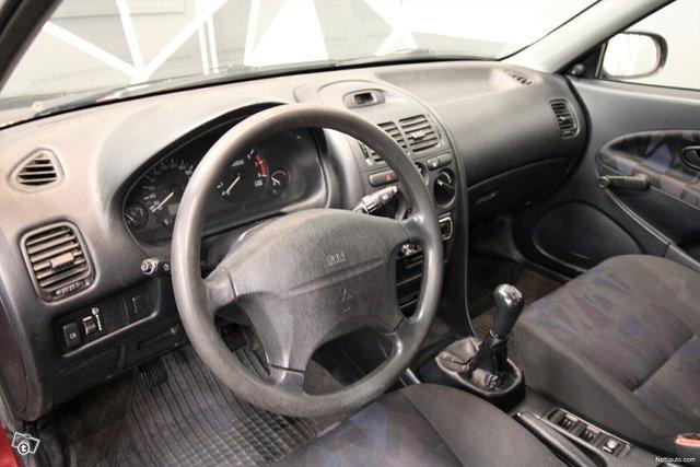 Mitsubishi Carisma 15
