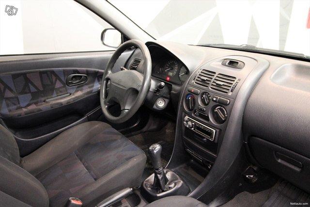 Mitsubishi Carisma 16
