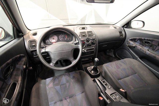 Mitsubishi Carisma 18