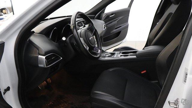 Jaguar XE 12