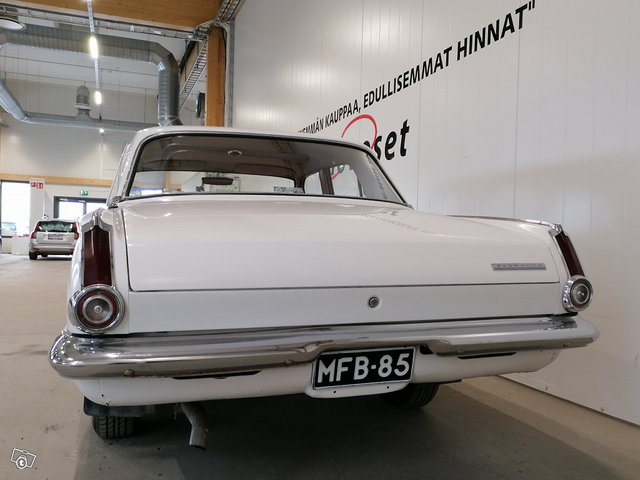 Plymouth Valiant 8