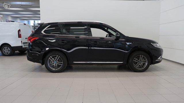 Mitsubishi Outlander PHEV 7
