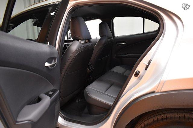 Lexus UX 25