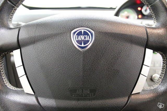 Lancia Ypsilon 18
