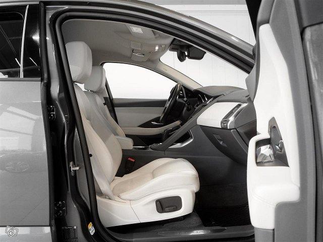 Jaguar E-PACE 7