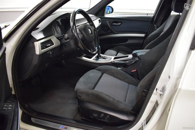 BMW 323 9