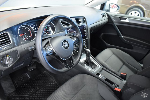 VOLKSWAGEN Golf 6