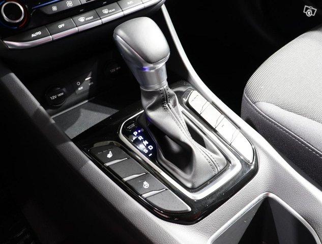 Hyundai IONIQ Hybrid 12