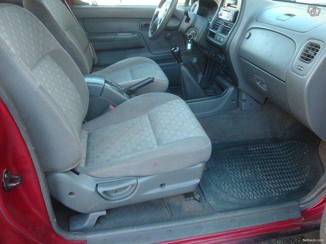 Nissan Pickup 13