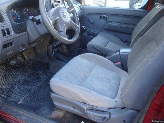 Nissan Pickup 14
