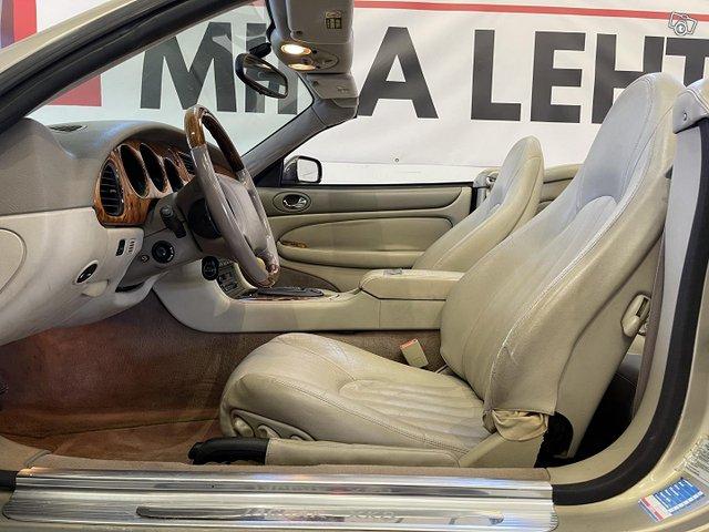 Jaguar XK8 9
