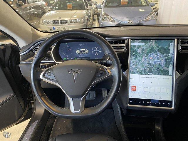 Tesla Model S 11