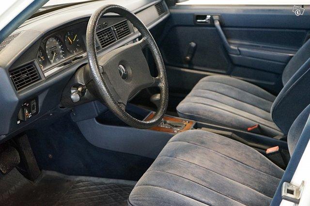 Mercedes-Benz 190 12