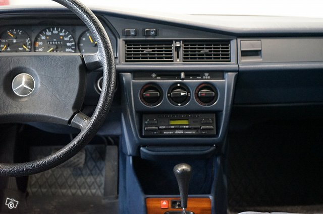 Mercedes-Benz 190 16