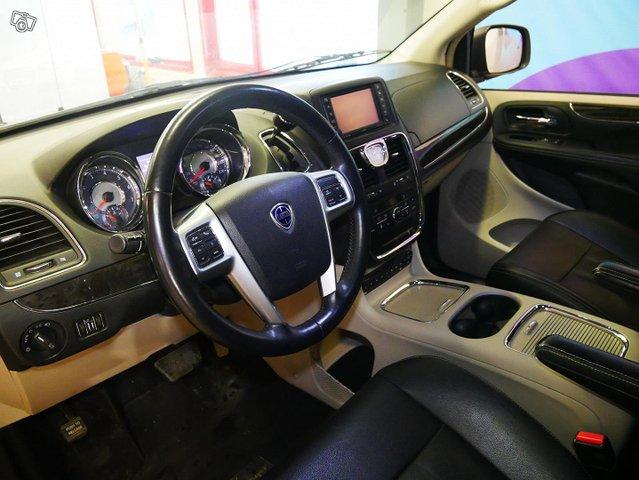 Lancia Voyager 9